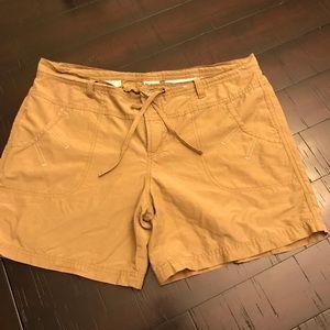 Columbia Tan Shorts Large EUC
